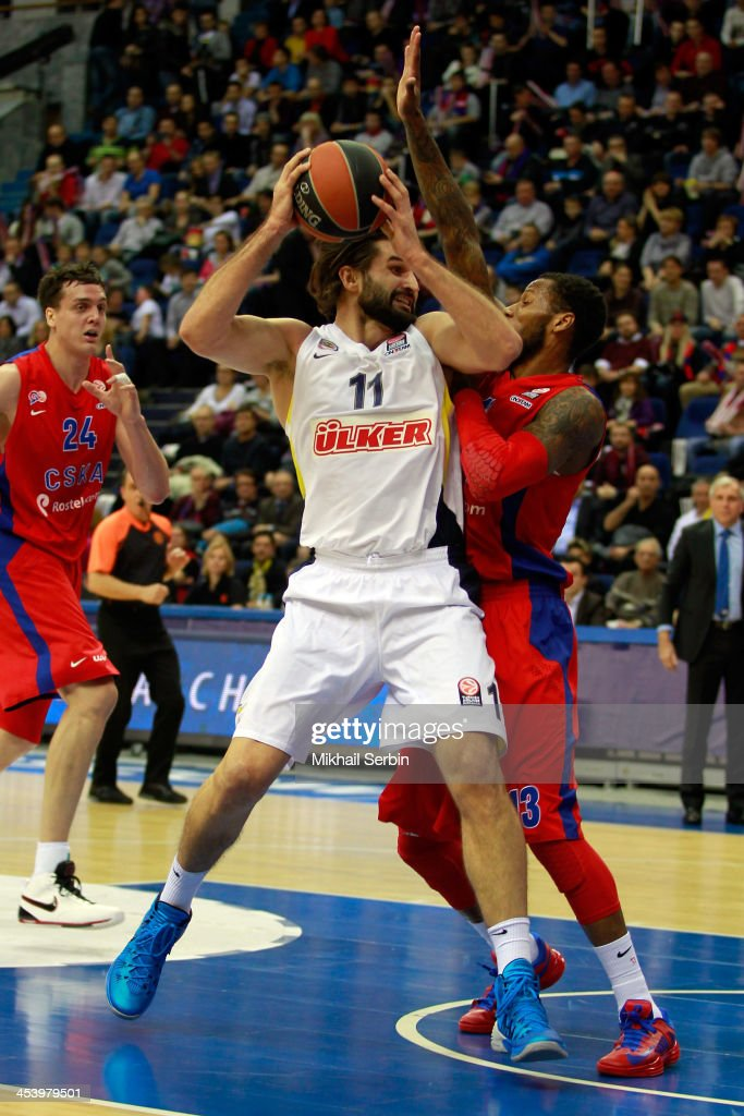 Linas Kleiza #11 of Fenerbahce Ulker Istanbul competes with Sonny Weems #13 of CSKA Moscow in action during the 20132014 Turkish Airlines Euroleague...