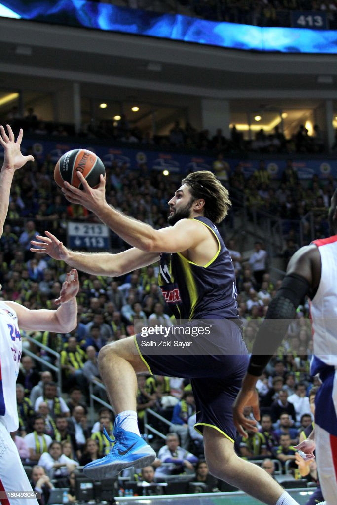 Linas Kleiza of Fenerbahce Ulker in action during the 20132014 Turkish Airlines Euroleague Regular Season Date 3 game between Fenerbahce Ulker...