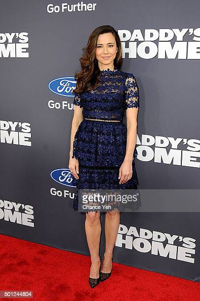 Linda Cardellini attends 'Daddy's Home' New York premiere at AMC Lincoln Square Theater on December 13 2015 in New York City