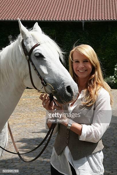 Linda de Mol Pferd ZDFSonntagsfilm 'Kleine Lüge für die Liebe' alter Titel 'Liebe auf Umwegen' 'Gut Barbarastein' Rommerskirchen bei Neuss...