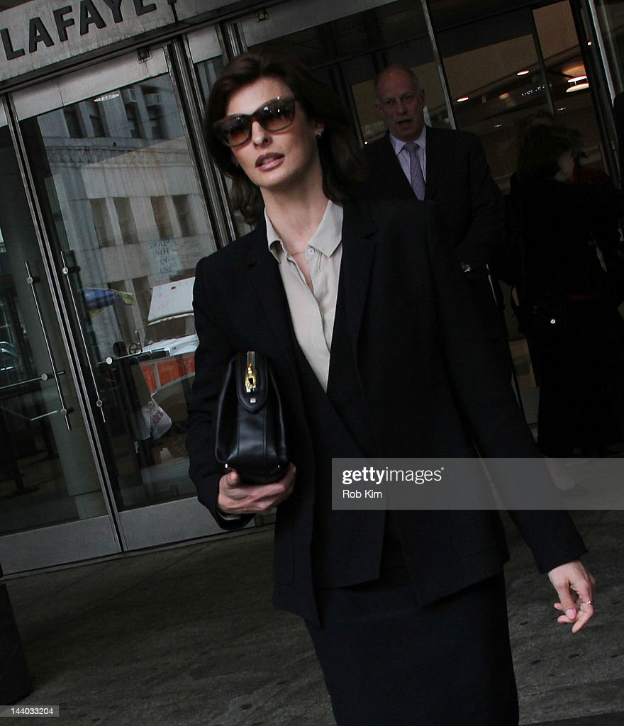 <a gi-track='captionPersonalityLinkClicked' href=/galleries/search?phrase=Linda+Evangelista&family=editorial&specificpeople=203121 ng-click='$event.stopPropagation()'>Linda Evangelista</a> appears at Manhattan Family Court on May 8, 2012 in New York City.
