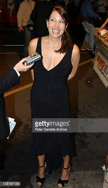 Linda Kozlowski arrives for the world premiere of the film 'Strange Bedfellows' featuring her husband Paul Hogan at the Albury Cinema Centre on April...