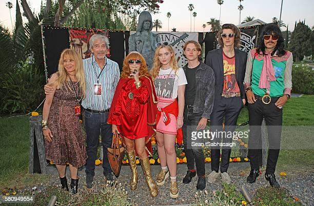 Linda Ramone poses with actress Rosanna Arquette and husband Todd Morgan actress Katherine Newton actor Jack Kilmer model Dylan Brosnan and musician...