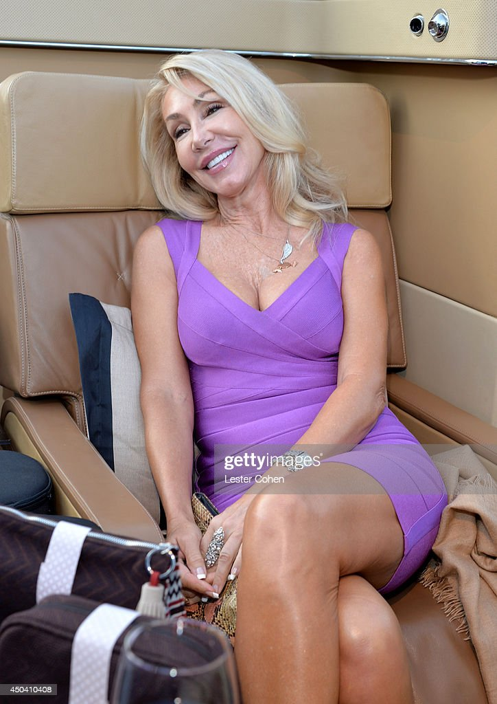 <a gi-track='captionPersonalityLinkClicked' href=/galleries/search?phrase=Linda+Thompson+-+Actress&family=editorial&specificpeople=13681123 ng-click='$event.stopPropagation()'>Linda Thompson</a> attends a gala to celebrate Etihad Airways' world-class, non-stop service between Los Angeles and Abu Dhabi at the iconic Beverly House on June 10, 2014 in Beverly Hills, California.