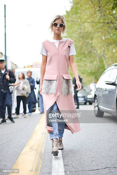 Linda Tol arrives at the Marni show wearing a Marni dress during the Milan Fashion Week Spring/Summer 16 on September 27 2015 in Milan Italy