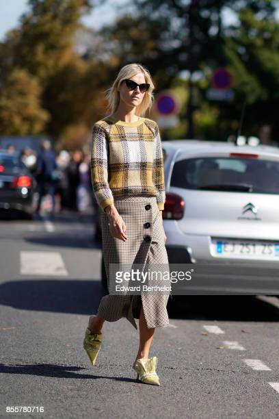 Linda Tol outside Issey Miyake during Paris Fashion Week Womenswear Spring/Summer 2018 on September 29 2017 in Paris France
