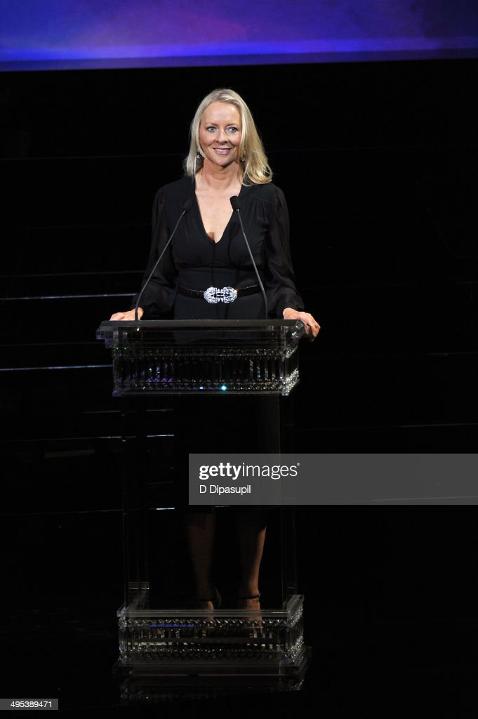 <a gi-track='captionPersonalityLinkClicked' href=/galleries/search?phrase=Linda+Wells&family=editorial&specificpeople=215294 ng-click='$event.stopPropagation()'>Linda Wells</a> speaks onstage at the 2014 CFDA fashion awards at Alice Tully Hall, Lincoln Center on June 2, 2014 in New York City.