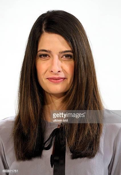 Linda ZERVAKIS TVJournalist