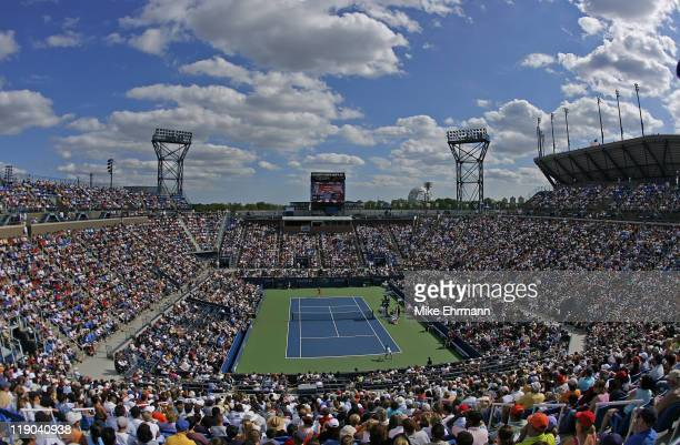 Lindsay Davenport beats Patty Schnyder during their third round match at the 2006 US Open at the USTA National Tennis Center in Flushing Queens NY on...