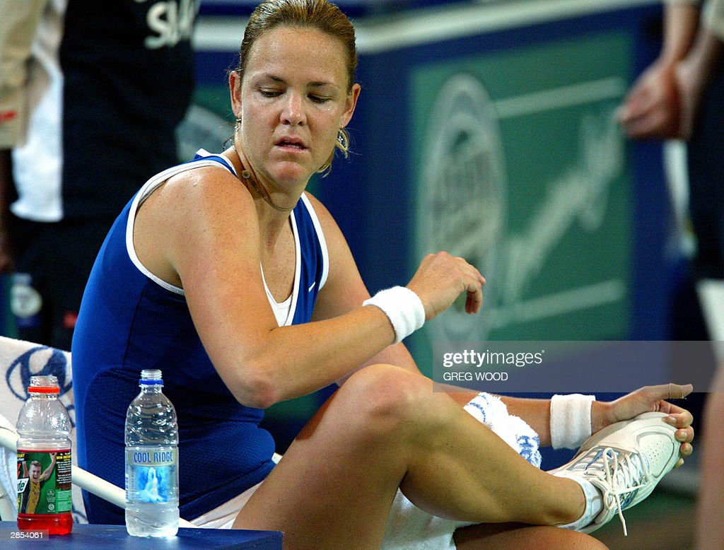 Lindsay Davenport of the US stretches h