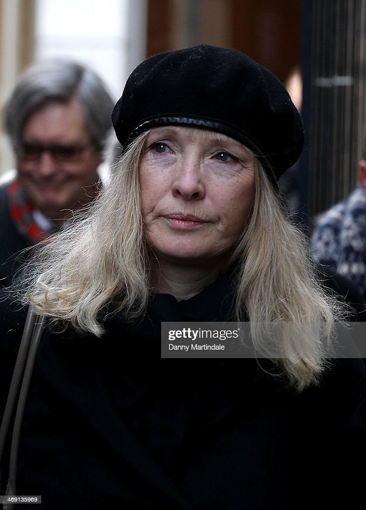 <a gi-track='captionPersonalityLinkClicked' href=/galleries/search?phrase=Lindsay+Duncan&family=editorial&specificpeople=629187 ng-click='$event.stopPropagation()'>Lindsay Duncan</a> attends the funeral of actor Roger Lloyd-Pack at St Paul's Church on February 13, 2014 in London, England.