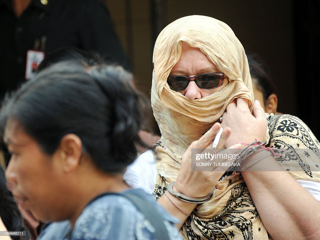 Lindsay June Sandiford (R) of Britain leaves a holding cell to the prison after her trial at a court in Denpasar on the Indonesian resort island of Bali on January 22, 2013. An Indonesian court on January 22 sentenced 56-year-old Sandiford to death for smuggling cocaine into the resort island of Bali.