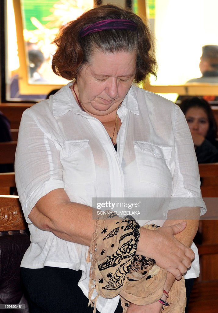 Lindsay June Sandiford (C) of Britain reacts as she attends her trial at a court in Denpasar on the Indonesian resort island of Bali on January 22, 2013. An Indonesian court on January 22 sentenced 56-year-old Sandiford to death for smuggling cocaine into the resort island of Bali.