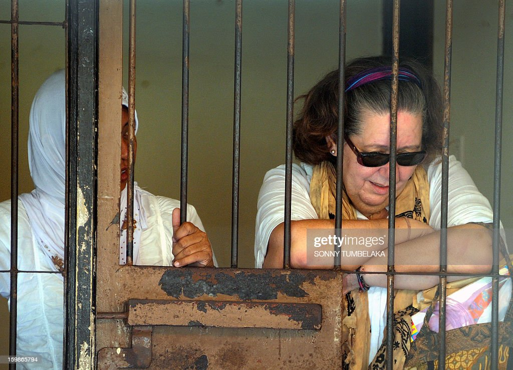 Lindsay June Sandiford (R) of Britain reacts inside a holding cell after her trial at a court in Denpasar on the Indonesian resort island of Bali on January 22, 2013. An Indonesian court on January 22 sentenced 56-year-old Sandiford to death for smuggling cocaine into the resort island of Bali.