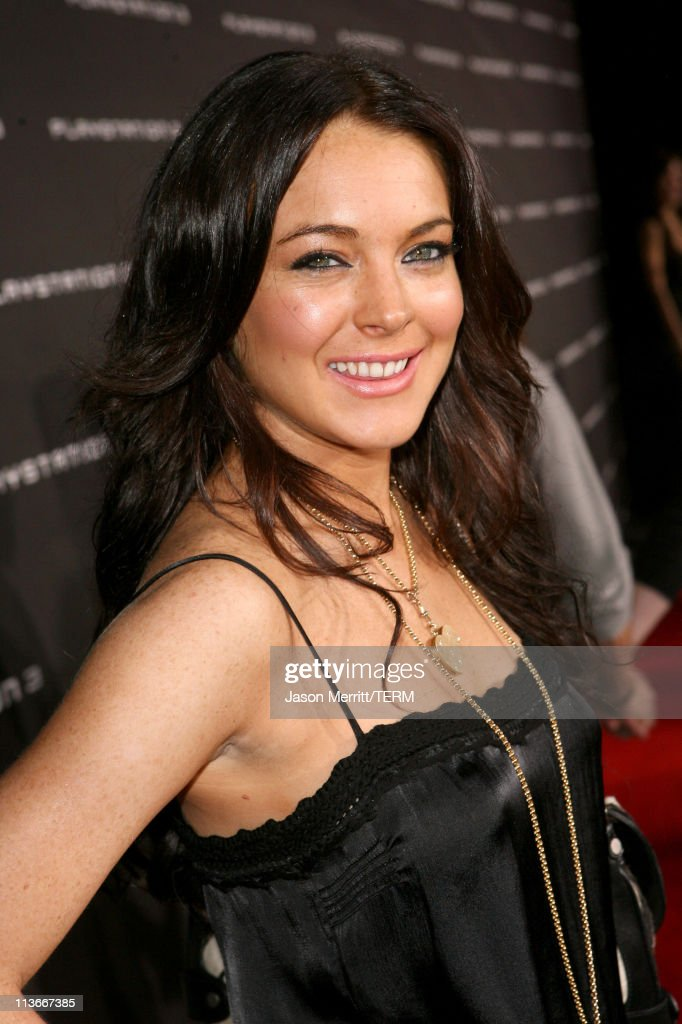 Lindsay Lohan during PLAYSTATION 3 Launch - Red Carpet at 9900 Wilshire Blvd. in Los Angeles, California, United States.