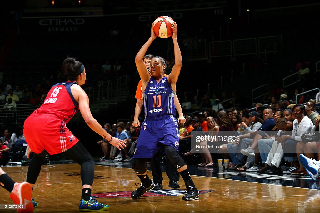 Lindsey Harding #10 of the Phoenix Mercury handles the ball during the game against the Washington Mystics during a WNBA game on June 24, 2016 at Verizon Center in Washington, DC.