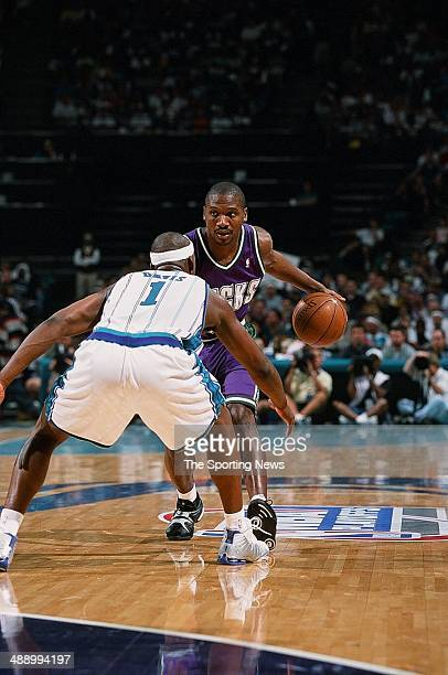 Lindsey Hunter of the Milwaukee Bucks goes up against Baron Davis of the Charlotte Hornets in Game Four of the Eastern Conference Semifinals on May...