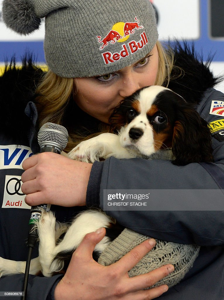 Lindsey Vonn from USA poses with her dog Lucie during a press talk after the Ladies Super G competition race at the FIS Alpine Skiing World Cup in Garmisch-Partenkirchen, southern Germany, on February 7, 2016. Lara Gut from Switzerland won the competition, Viktoria Rebensburg from Germany placed second and Lindsey Vonn from USA placed third. / AFP / Christof STACHE