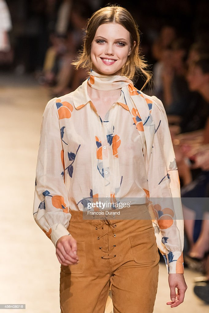 Lindsey Wixson walks the runway during the Paul Joe show as part of the Paris Fashion Week Womenswear Spring/Summer 2015 on September 30 2014 in...