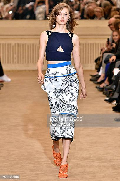 Lindsey Wixson walks the runway during the Roland Mouret Ready to Wear show as part of the Paris Fashion Week Womenswear Spring/Summer 2016 on...