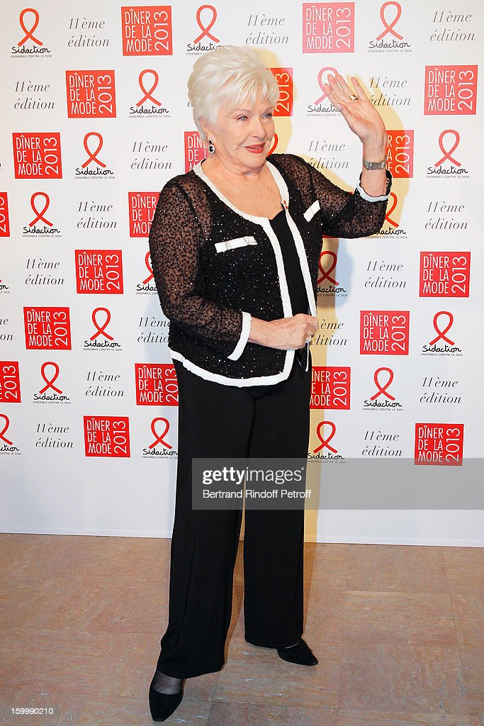 Line Renaud poses as she arrives to attend the Sidaction Gala Dinner 2013 at Pavillon d'Armenonville on January 24, 2013 in Paris, France.