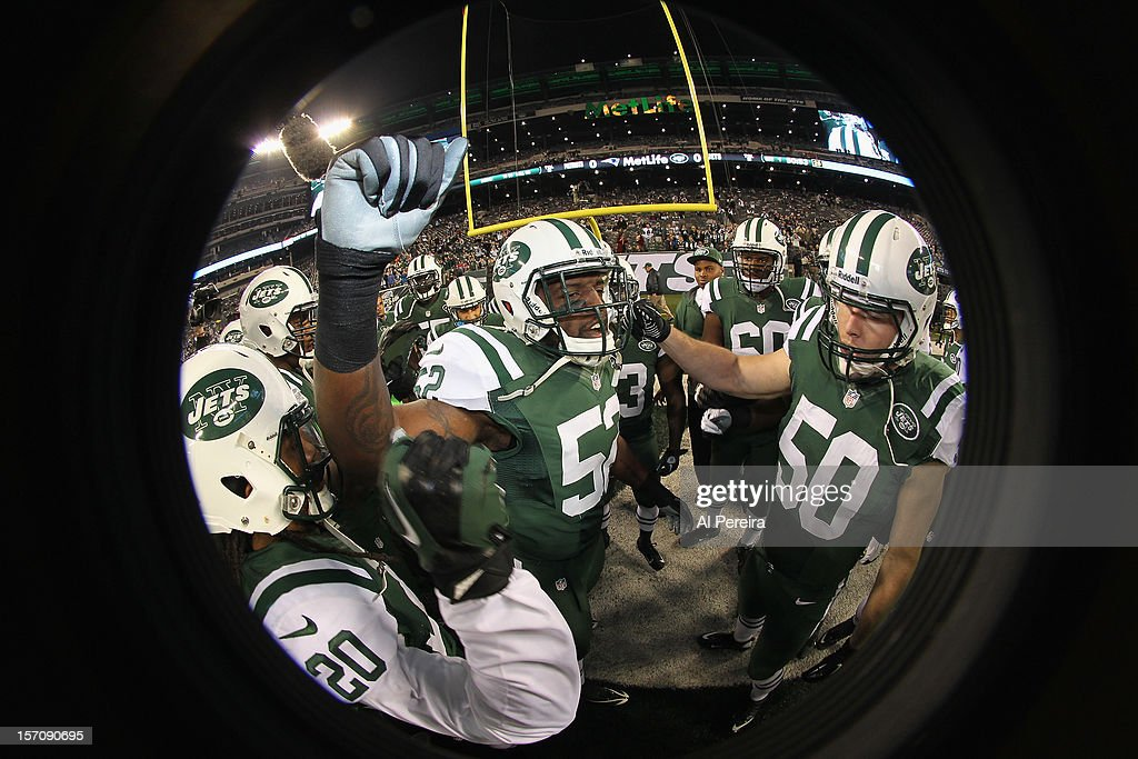 Linebacker David Harris #52 of the New York Jets rallies his team against the New England Patriots at MetLife Stadium on November 22, 2012 in East Rutherford, New Jersey.