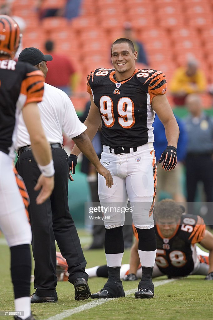 Linebacker David Pollack of the Cincinnati Bengals warms up before a game against the Kansas City Chiefs on September 10 2006 at Arrowhead Stadium in...