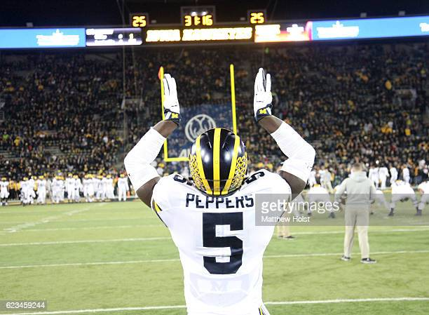 Linebacker Jabrill Peppers of the Michigan Wolverines warms up before the matchup against the Iowa Hawkeyes on November 12 2016 at Kinnick Stadium in...