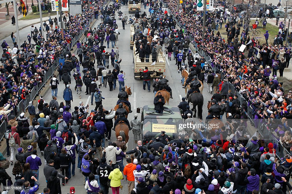 Linebacker Ray Lewis(C-humvee) of the Super Bowl champion Baltimore Ravens greets fans as he takes part in the Ravens victory parade in Baltimore, Maryland on February 5, 2013. The Ravens defeated the San Francisco 49's 34-31 to win the NFL Championship in New Orleans, on February 3, 2013. AFP PHOTO/Molly RILEY
