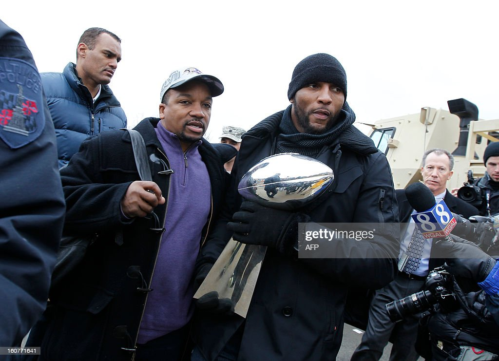 Linebacker Ray Lewis of the Super Bowl champion Baltimore Ravens holds the Vince Lombardi Trophy as he takes part in the Ravens victory parade in Baltimore, Maryland on February 5, 2013. The Ravens defeated the San Francisco 49's 34-31 to win the NFL Championship in New Orleans, on February 3, 2013. AFP PHOTO/Molly RILEY