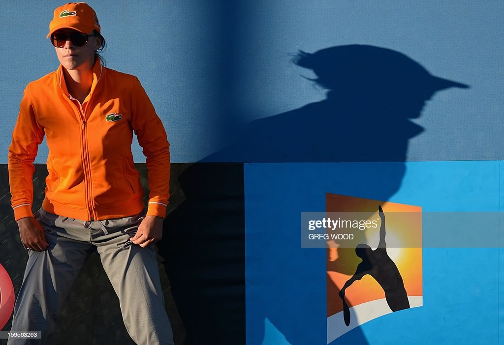 A lines umpire watches during a men's singles match between Russia's Andrey Kuznetsov and South Africa's Kevin Anderson on day three of the Australian Open tennis tournament in Melbourne on January 16, 2013. AFP PHOTO / GREG WOOD IMAGE STRICTLY RESTRICTED TO EDITORIAL USE - STRICTLY NO COMMERCIAL USE