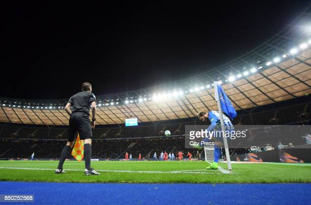 linesman Markus Haecker and Marvin Plattenhardt of Hertha BSC during the game between Hertha BSC and Bayer 04 Leverkusen on september 20 2017 in...