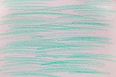 Blau grüne Kreidestriche auf Papier.