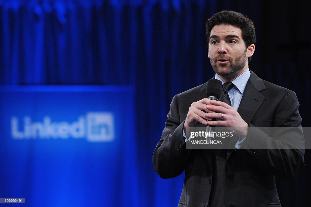 Linkedin CEO Jeff Weiner speaks as he introduces US President Barack Obama during a Linkedin town hall meeting at the Computer History Museum September 26, 2011 in Mountain View, California. AFP PHOTO/Mandel NGAN