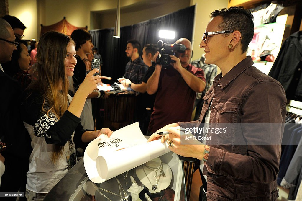 Linkin Park singer <a gi-track='captionPersonalityLinkClicked' href=/galleries/search?phrase=Chester+Bennington&family=editorial&specificpeople=213970 ng-click='$event.stopPropagation()'>Chester Bennington</a> (R) signs autographs at Club Tattoo inside the Miracle Mile Shops at Planet Hollywood Resort & Casino on February 16, 2013 in Las Vegas, Nevada.