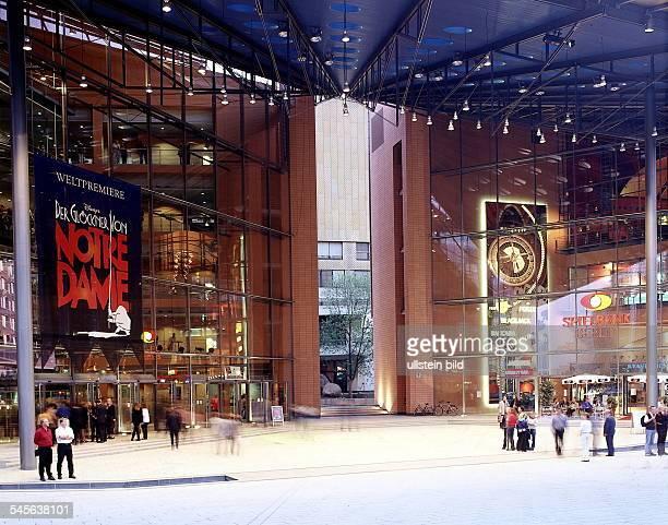links das StellaMusicalTheatermit Plakaten für 'Der Glöckner von NotreDame' rechts die Spielbank Berlin Juli1999