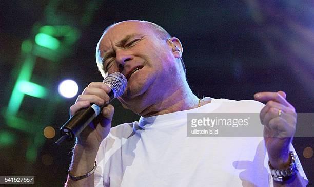 lins Phil *Musiker GBSolokuenstler und Frontmann der Gruppe 'Genesis' bei einem Konzert zur Eroeffnung der Color Line Arena in Hamburg