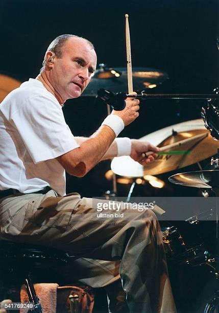 lins Phil *Musiker GBSolokuenstler und Frontmann der Gruppe 'Genesis' bei einem Konzert in Dortmund am Schlagzeug