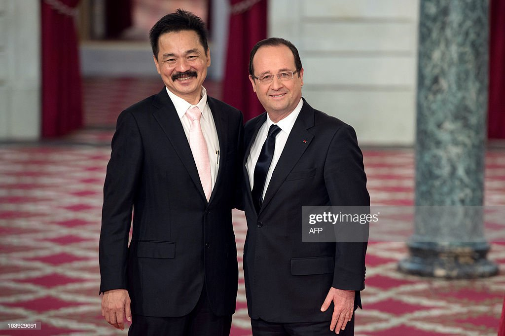 Lion Air founder and president director Rusdi Kirana (L) poses with France's President Francois Hollande (R) after signing a contract with European aerospace giant Airbus during a ceremony at the Elysee presidential palace in Paris March 18, 2013. Airbus announced a record order worth 18.4 billion euros ($ 23.8 billion) from Indonesia's Lion Air for 234 medium-haul A320 jets. Lion Air, Indonesia's largest private carrier and one of the world's fastest growing airlines, is a new client for Airbus as it has previously been equipped almost exclusively by US rival Boeing. AFP PHOTO / BERTRAND LANGLOIS