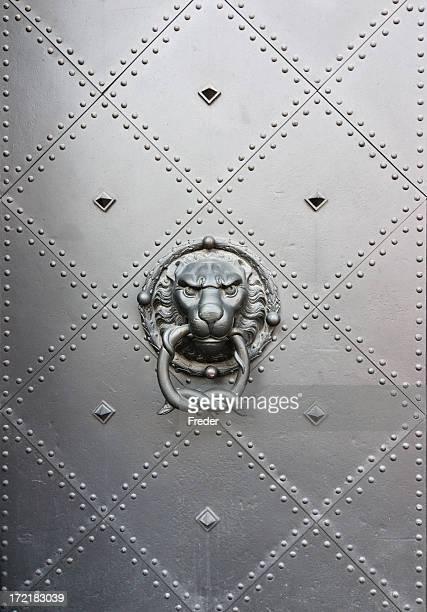 Tête de lion, Heurtoir