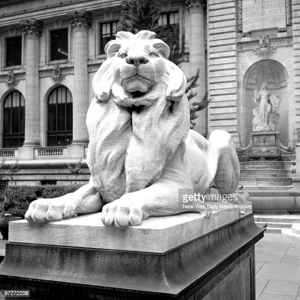 Lion in front of the New York Public Library on 5th Ave
