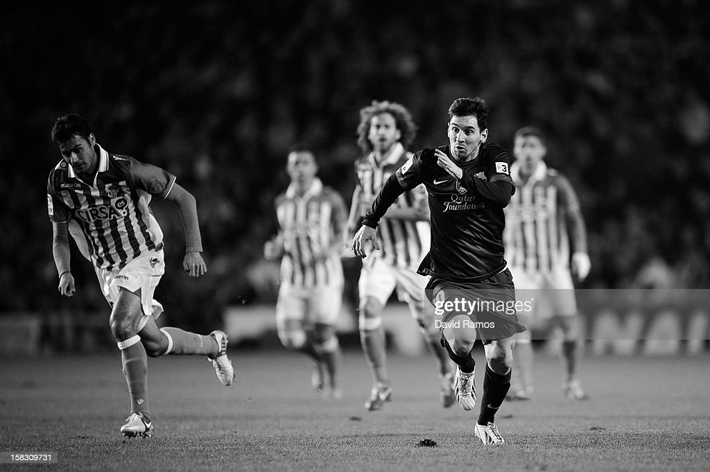 Lione Messi of FC Barcelona runs for the ball during the La Liga match between Real Betis Balompie and FC Barcelona at Estadio Benito Villamarin on December 9, 2012 in Seville, Spain.