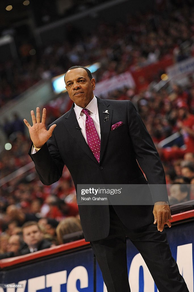 <a gi-track='captionPersonalityLinkClicked' href=/galleries/search?phrase=Lionel+Hollins&family=editorial&specificpeople=228995 ng-click='$event.stopPropagation()'>Lionel Hollins</a> of the Memphis Grizzlies calls a play from the bench during the game against the Los Angeles Clippers at Staples Center in Game Five of the Western Conference Quarterfinals during the 2013 NBA Playoffs on April 30, 2013 in Los Angeles, California.