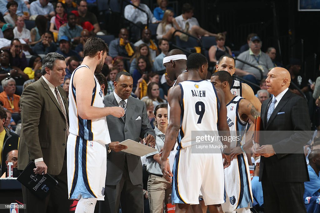 <a gi-track='captionPersonalityLinkClicked' href=/galleries/search?phrase=Lionel+Hollins&family=editorial&specificpeople=228995 ng-click='$event.stopPropagation()'>Lionel Hollins</a> of the Memphis Grizzlies draws up plays against the Oklahoma City Thunder in Game Three of the Western Conference Semifinals during the 2013 NBA Playoffs on May 11, 2013 at FedExForum in Memphis, Tennessee.