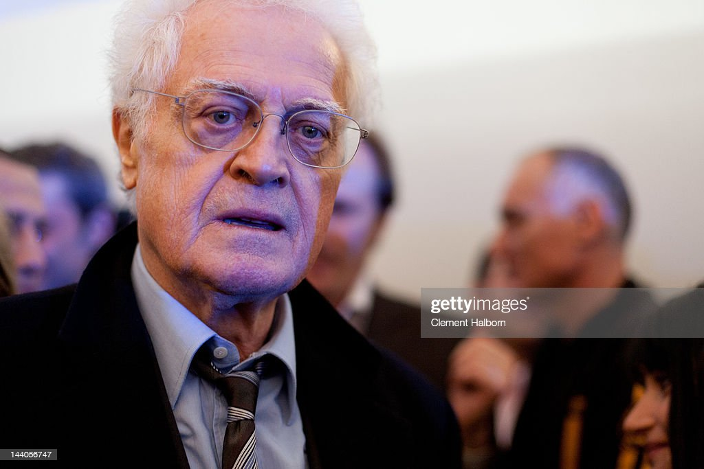 <a gi-track='captionPersonalityLinkClicked' href=/galleries/search?phrase=Lionel+Jospin&family=editorial&specificpeople=210565 ng-click='$event.stopPropagation()'>Lionel Jospin</a> attends the celebrations following the victory of Socialist Francois Hollande in the French presidential election at Place de La Bastille on May 6, 2012 in Paris, France.