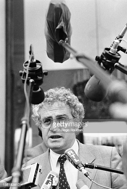 Lionel Jospin French politican and leader of the Socialist Party attends a reception given at l'Elysée by the president François Mitterrand Paris 16...