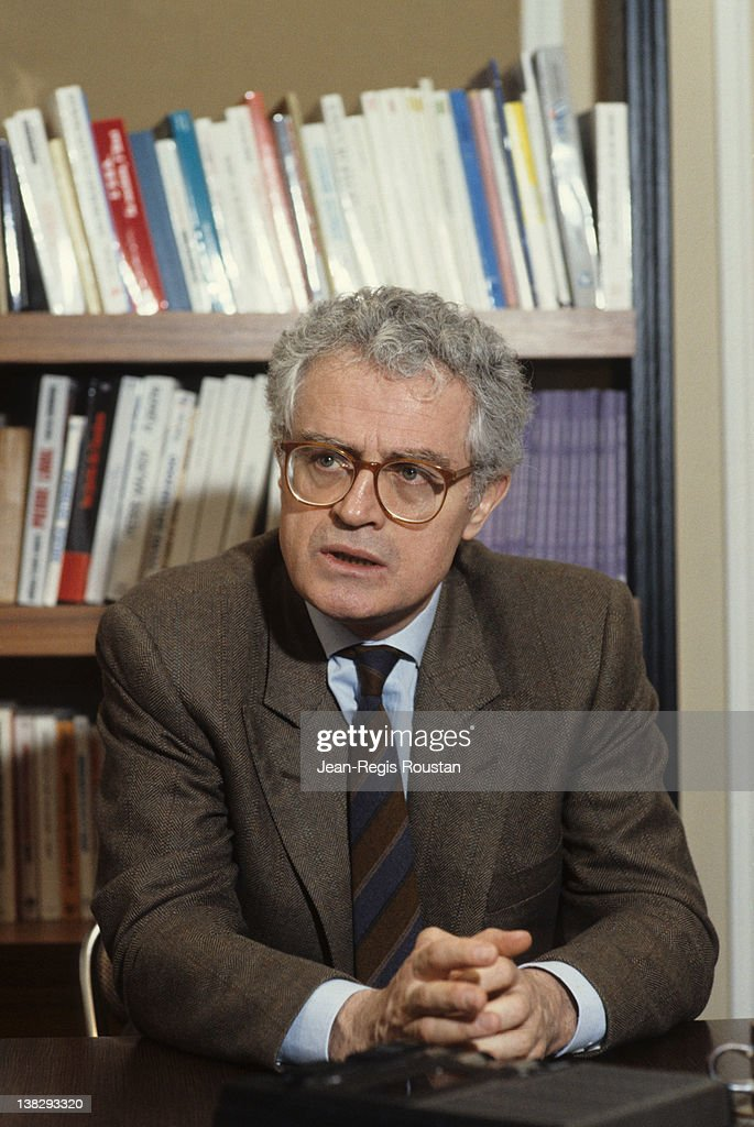 <a gi-track='captionPersonalityLinkClicked' href=/galleries/search?phrase=Lionel+Jospin&family=editorial&specificpeople=210565 ng-click='$event.stopPropagation()'>Lionel Jospin</a> (born in 1937), French politician, France, on January 30, 1986.