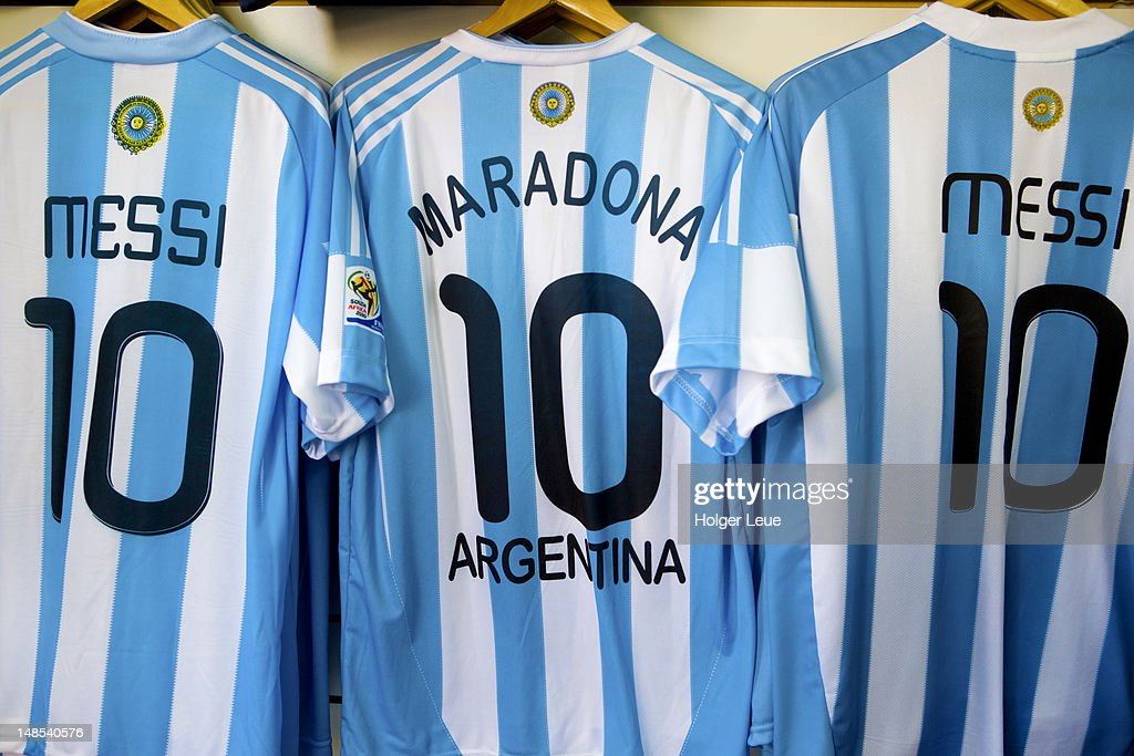 Lionel Messi and Diego Maradona Argentine national football team jerseys for sale. : Stock Photo