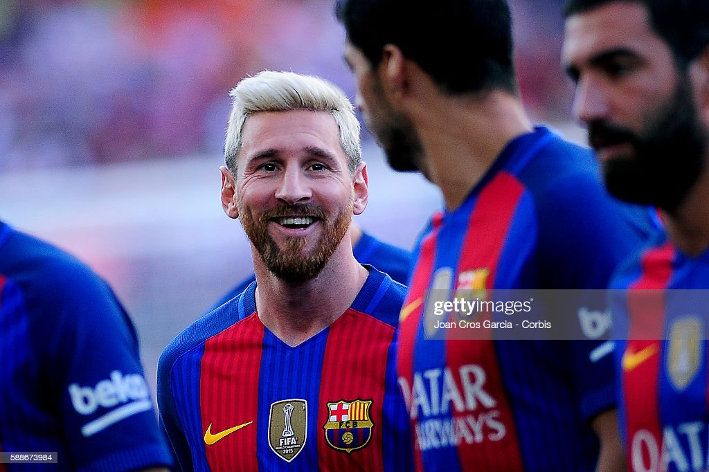 Lionel Messi and Luis Suárez of FC Barcelona speak during the F.C.Barcelona players launch before the Joan Gamper Trophy match between F.C.Barcelona vs Unione Calcio Sampdoria at Nou Camp on August 10, 2016 in Barcelona, Spain.