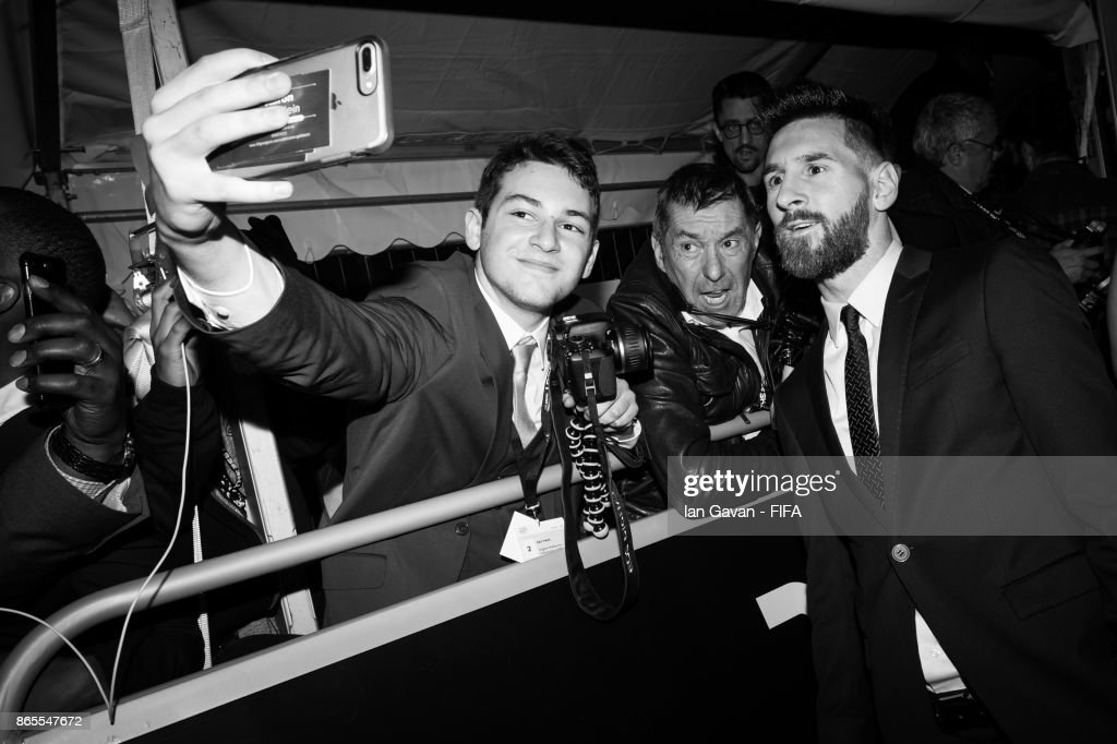 Lionel Messi arrives on the green carpet for The Best FIFA Football Awards at The London Palladium on October 23, 2017 in London, England.